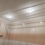 В ванную на потолок