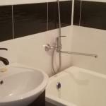 Установка раковины со смесителем и замена крана для ванной