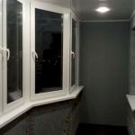 Покрытие стен балкона краской