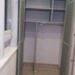 Шкаф платяной на лоджии