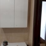 Шкафчик над раковиной в ванной