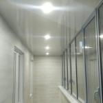 Монтаж освещения на потолок балкона
