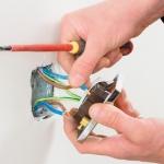Подключение провода к розетке