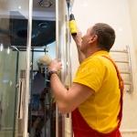 Установка поддона душевой кабины 🏆 в Москве заказать на дом недорого - Фото 1