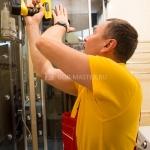 Замена, ремонт роликов душевой кабины 🏆 в Москве заказать на дом недорого - Фото 1