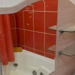 Установка полочек в ванную