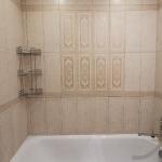 Монтаж полочки и чистка ванной