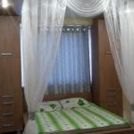 Двухместная кровать с тюлью