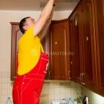 Мастер собирает кухню --city_2-- - Фото 1