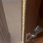 Починка дверей кухонного шкафчика