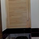 Установка деревянной двери в кладовую