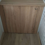 Деревянный шкафчик на лоджии